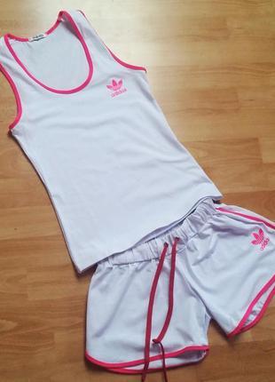 Новый женский спортивный костюм.