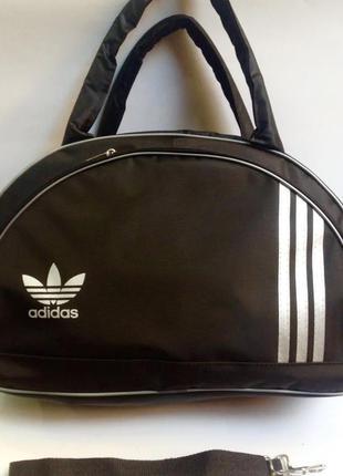 Новая спортивная сумка adidas.