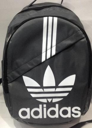 Новый рюкзак с модным принтом.