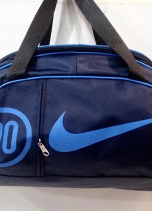 Новая спортивная сумка с модным принтом.