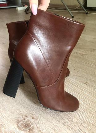 Новые кожаные ботинки bata.