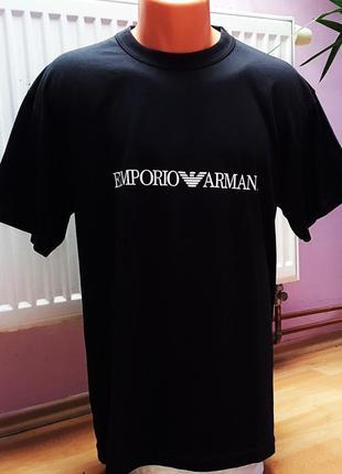 Новая модная мужская футболка.