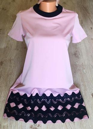 Новое женское платье с кружевом.