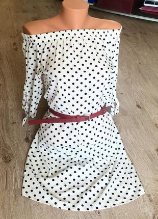 Новое женское платье в горошек.