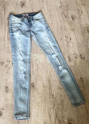 Новые женские джинсы terranova.