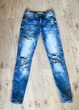 Стильные женские джинсы bershka.