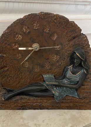 Часы настольные из камня