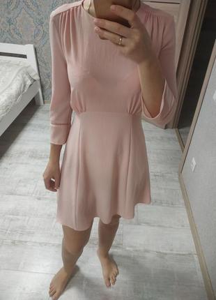 Новое красивое нежное платье с рюшами