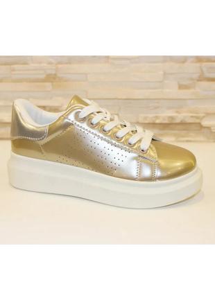 Стильные женские золотистые кроссовки криперы