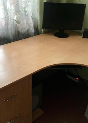 Срочно продам угловой компьютерный стол