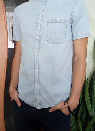 Джинсовая рубашка TOPMAN размер S (46-й) летняя голубая футболка