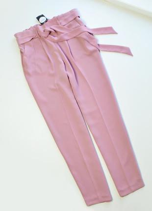 Стильные брюки с поясом