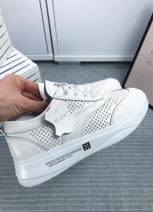 Новая коллекция тренд 2020 белые кожаные кроссовки