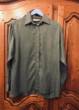 Шелковая  рубашка бутылочного цвета в цветочный принт