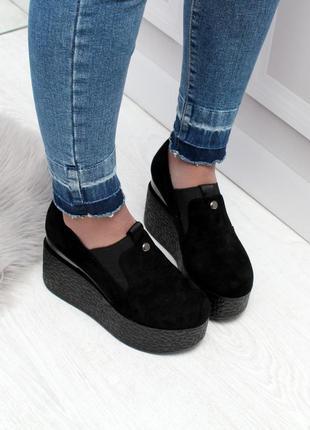 Черные туфли на высокой платформе