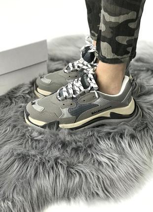 Стильные женские кроссовки balenciaga triple s grey серые