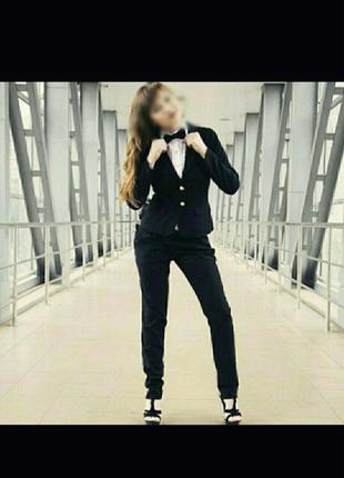 Брючный женский черный костюм