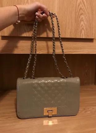Шикарная бежево-перламутровая сумка в стиле Chanel