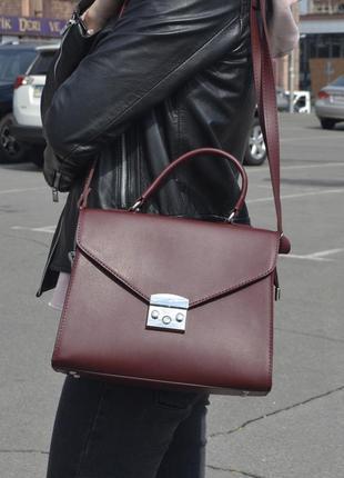 Элегантная молодежная сумка на длинной ручке, цвет марсал