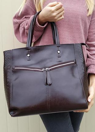Кожаная большая сумка коричневая, с  тиснением