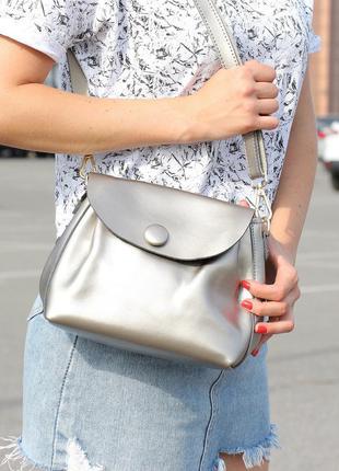 Яркая сумочка-клатч серебристая (натуральная кожа)