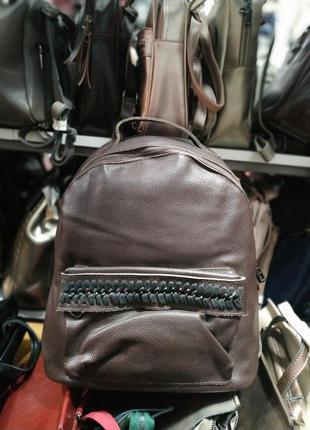 Красивый кожаный рюкзак коричневый