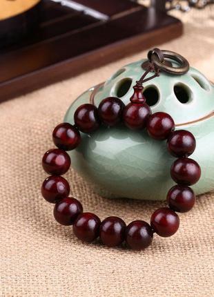 Красивый бордовый браслет из сандалового дерева