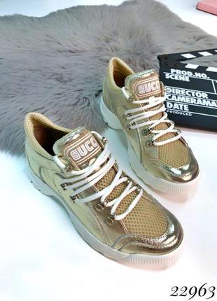 Золотистые кожаные кроссовки в стиле gucci