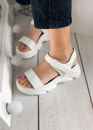Босоножки белые в стиле casual