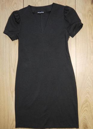 Платье черного цвета с v-вырезом favori