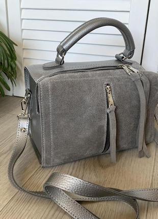 Замшевая серая сумка-чемоданчик