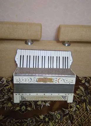 Німецький акордеон Hohner 4/4.