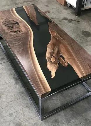 Стол с эпоксидной смолой.