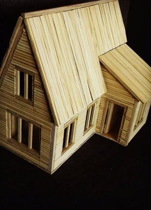 Игрушечный домик для ребенка с открывающейся дверью и крышей