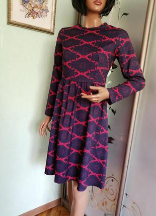 Красиво платье с длинным рукавом