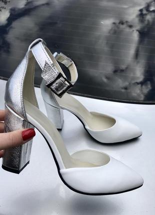 Кожаные туфли на каблуке от christina