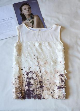 Красивенная белая блуза без рукавов, декорирована цветочным ри...