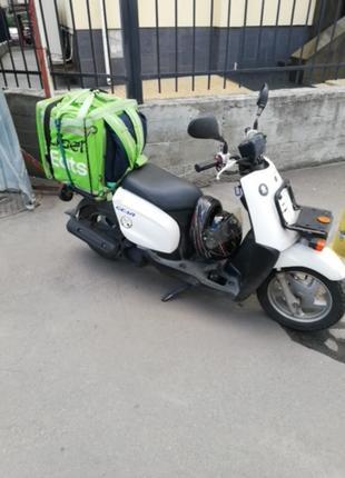 Курьер на скутере