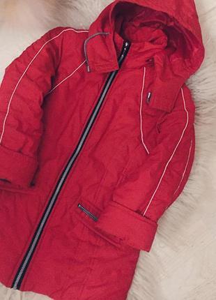 Красная зимняя куртка с подкладкой