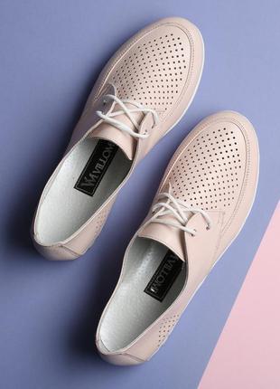 Кожаные женские туфли мокасины с перфорацией на шнурках розовы...