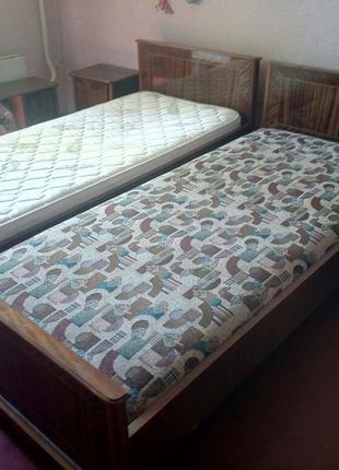 Спальный гарнитур из дерева (Болгария)