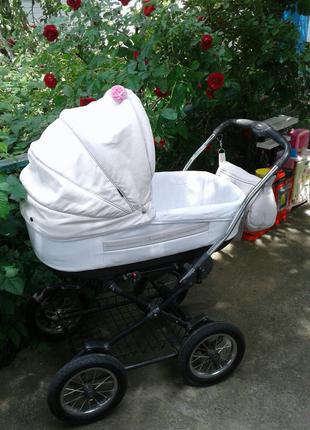 Коляска Roan Marita 2 в 1 в комплекте с детскими аксессуарами