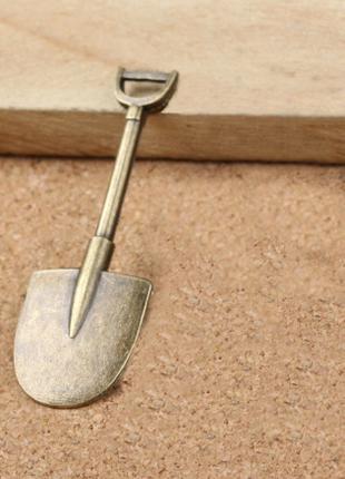 Лопата талисман.  Греби деньги лопатой