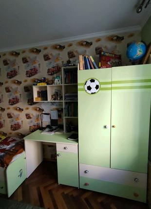 Продаж дитячого кутка,меблі,шафа+ ліжко з ортопедичними ламелями.