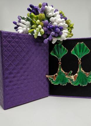Зелёный серьги с позолотой и эмалью