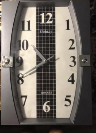 Часы на стену 34*24 серые серебряные