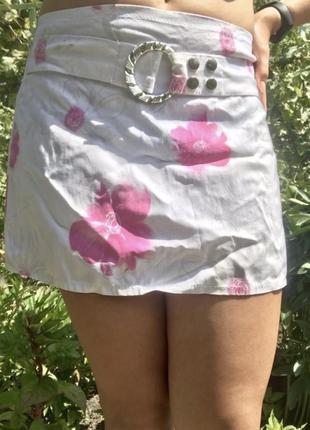 Мини-юбка белая с розовыми цветами. яркая. 42-44