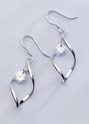 Длинные серебрянные серьги с камнем