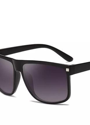 Чёрные солнцезащитные прямоугольные мужские очки