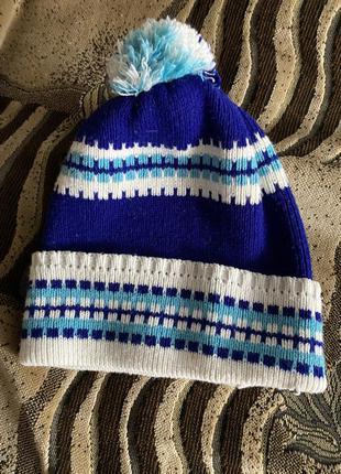 Синяя шапка с балабоном